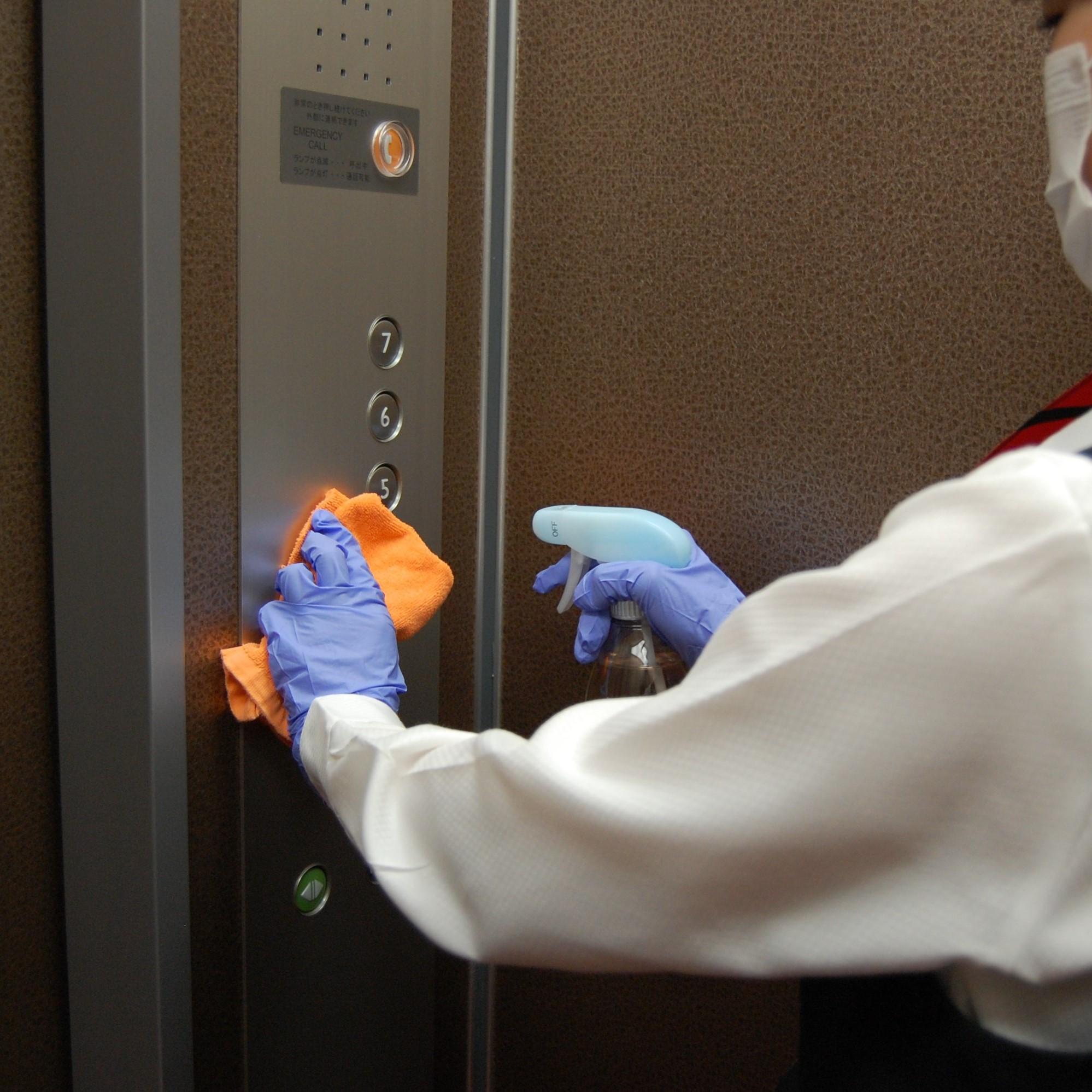 エレベーター内の消毒